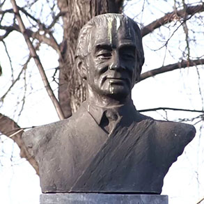 Concierge Belgrade | Monument to Milos Crnjanski