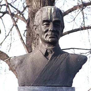 Concierge Belgrade | Spomenik Milošu Crnjanskom